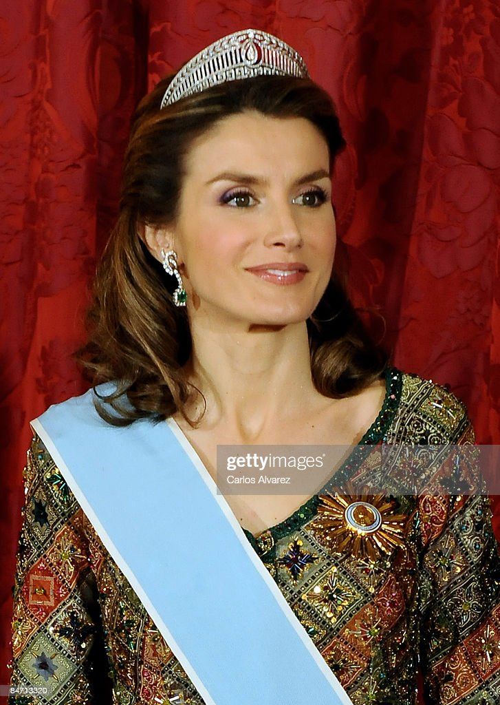 Spanish Royals Host Gala Dinner Honoring Argentina President : News Photo