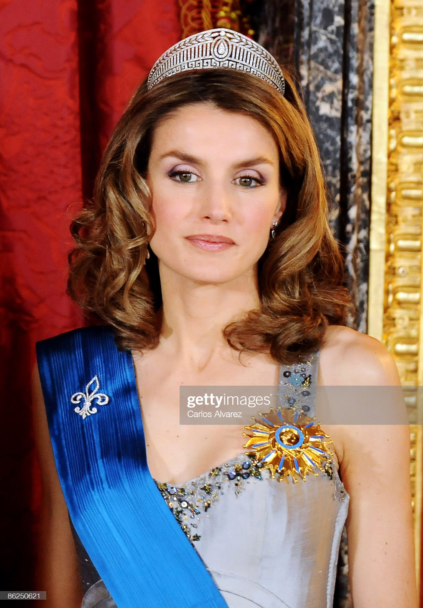 Вечерние наряды Королевы Летиции Spanish Royals Host Gala Dinner Honouring Nicolas Sarkozy & Carla Bruni : News Photo