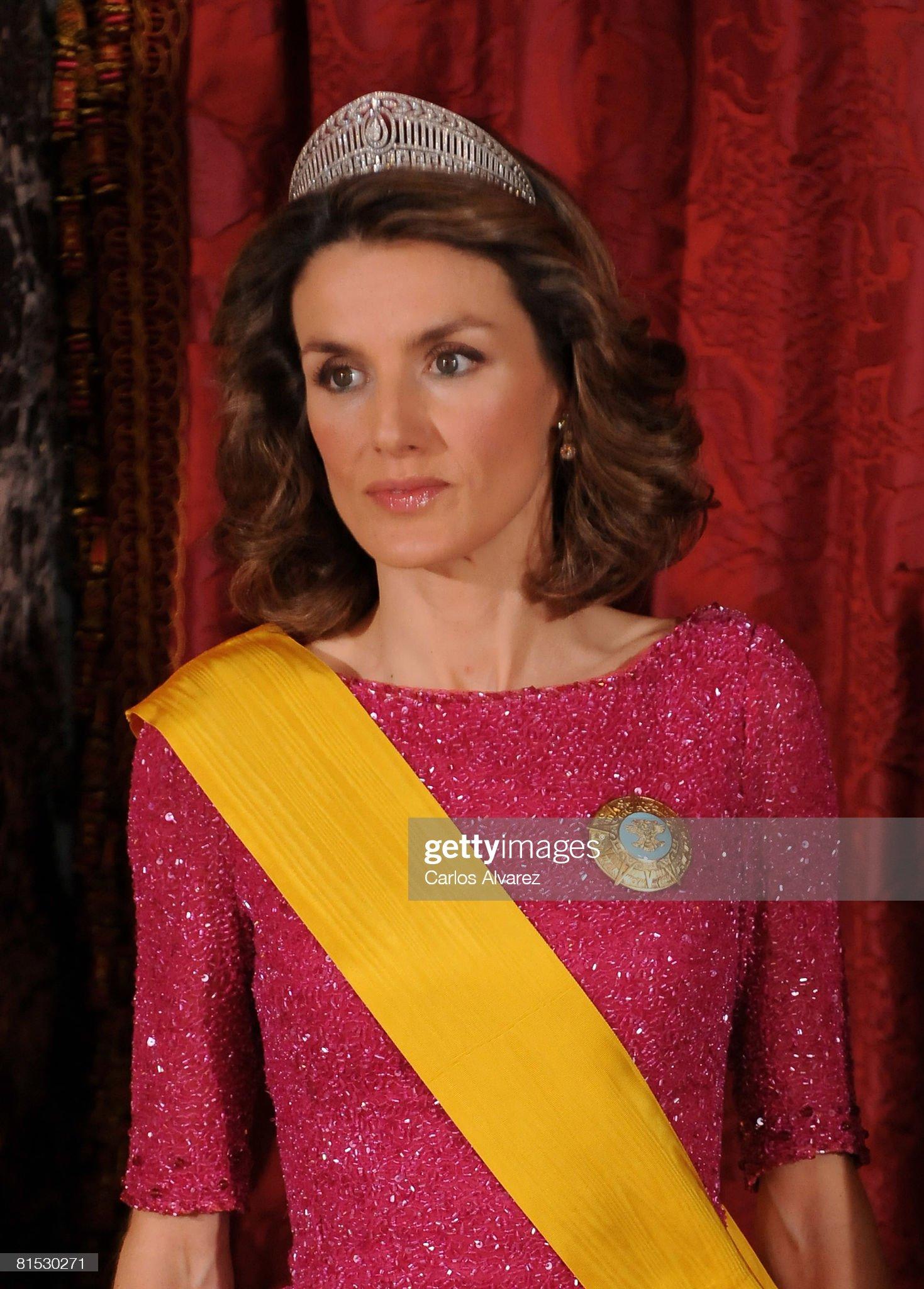 Вечерние наряды Королевы Летиции Spanish Royals Host Gala Dinner Honouring Mexican President : News Photo