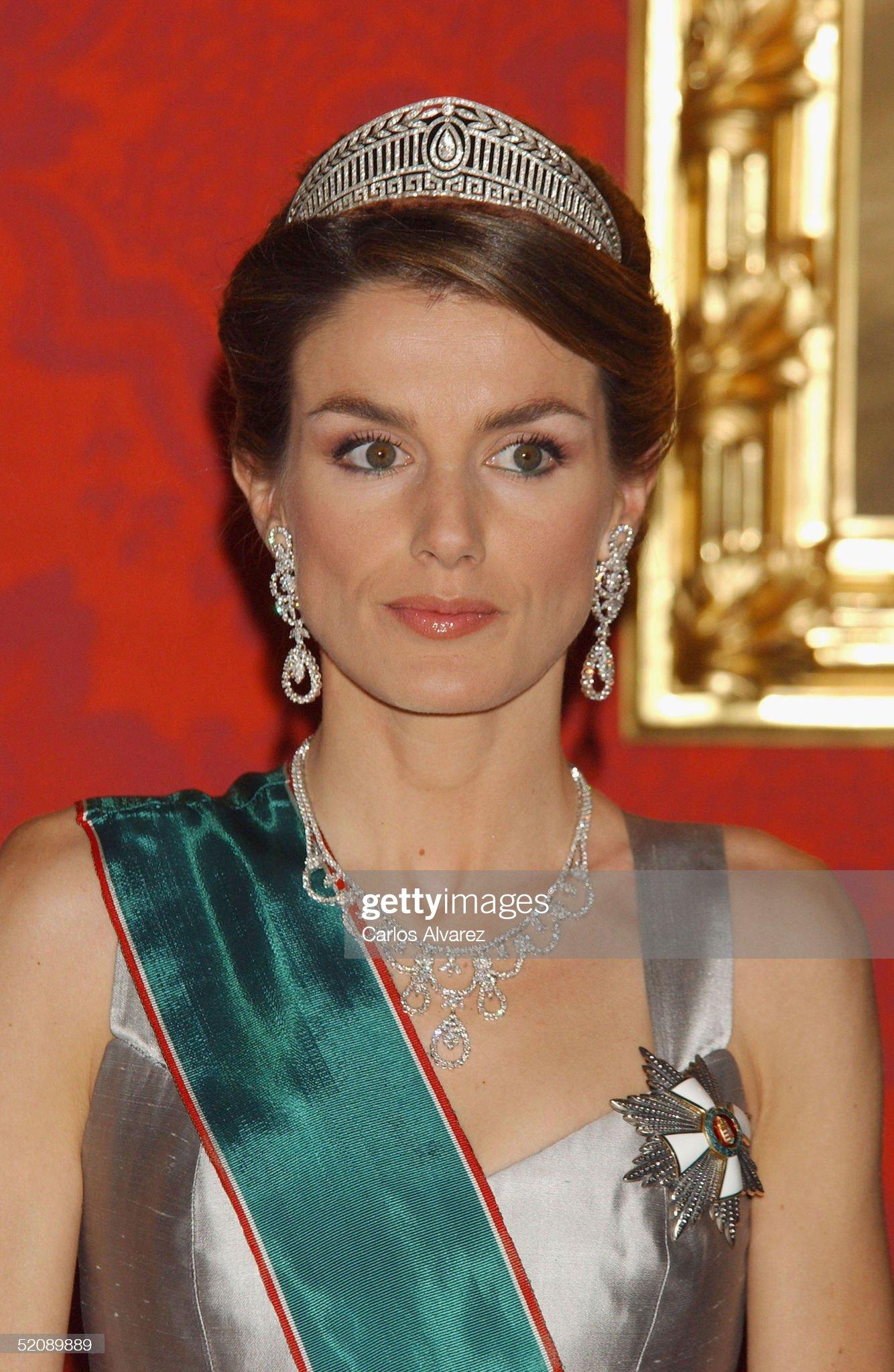 Spanish Royals Receive Hungarian President : News Photo