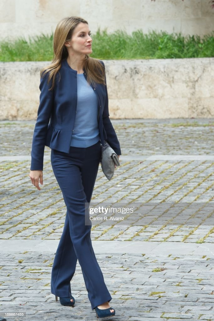 Princess Letizia of Spain Attends 'El Lenguaje de la Crisis' Seminar : News Photo