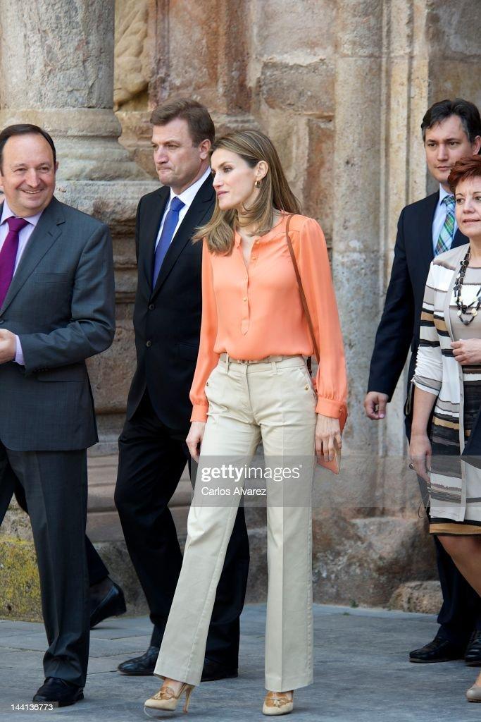 Princess Letizia Attends VII Seminar on Language and Journalism : News Photo