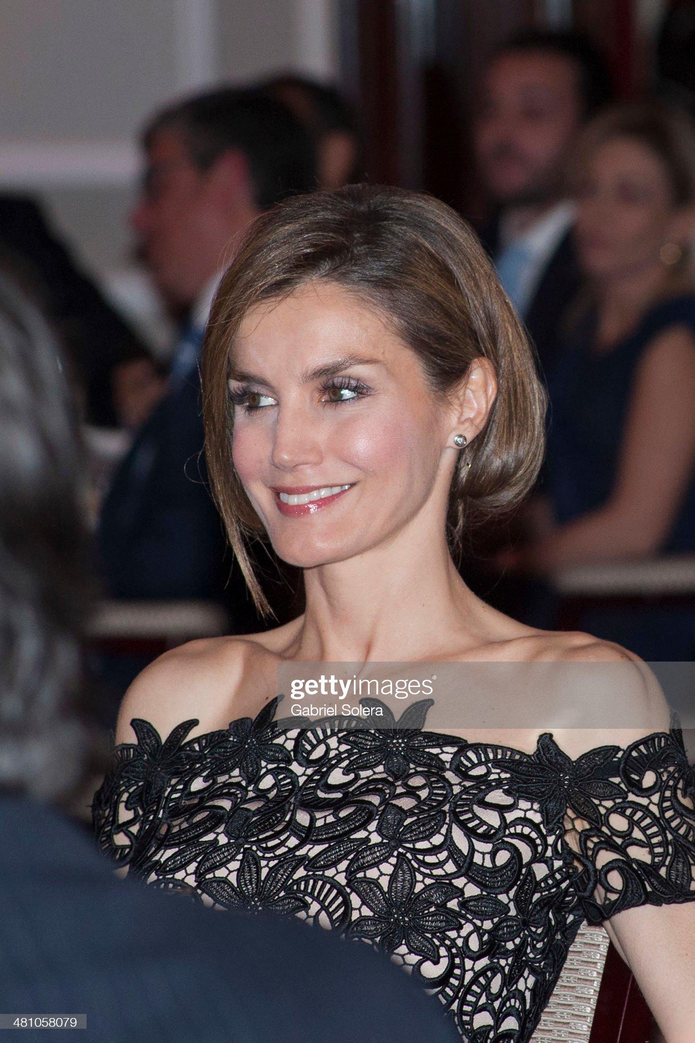 Вечерние наряды Королевы Летиции Spanish Royals Attend 'Young Businessman' National Awards 2014 : News Photo