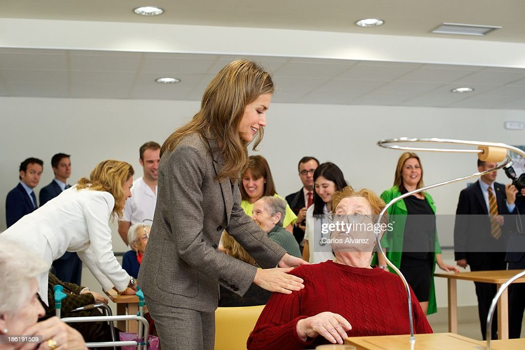 Princess Letizia of Spain (C) visits 'El Greco' residence for the elderly on October 29, 2013 in Toledo, Spain.