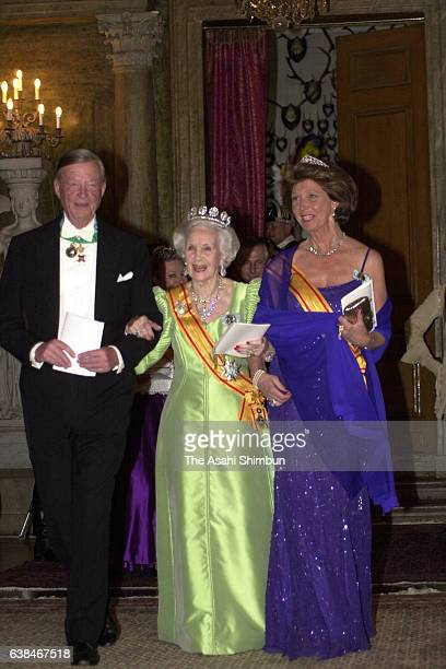 Princess Lilian of Sweden attends the state dinner at the Stockholm Palace on May 29, 2000 in Stockholm, Sweden.