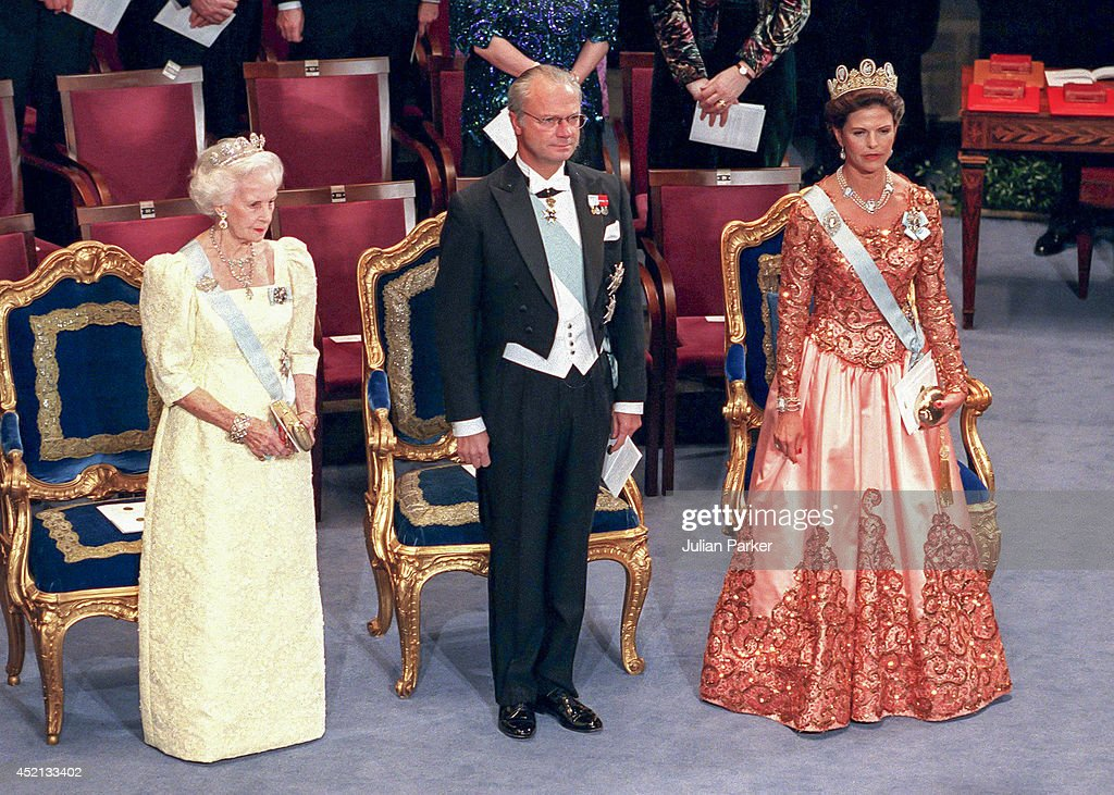 Nobel Ceremony Stockholm 1998 : News Photo