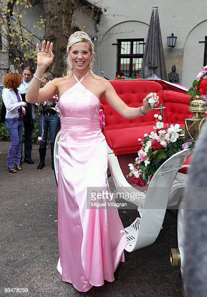 Princess Maja von Hohenzollern poses next to a carriage during the premiere of the Disney film 'Kiss the frog' on November 29 2009 in Munich Germany