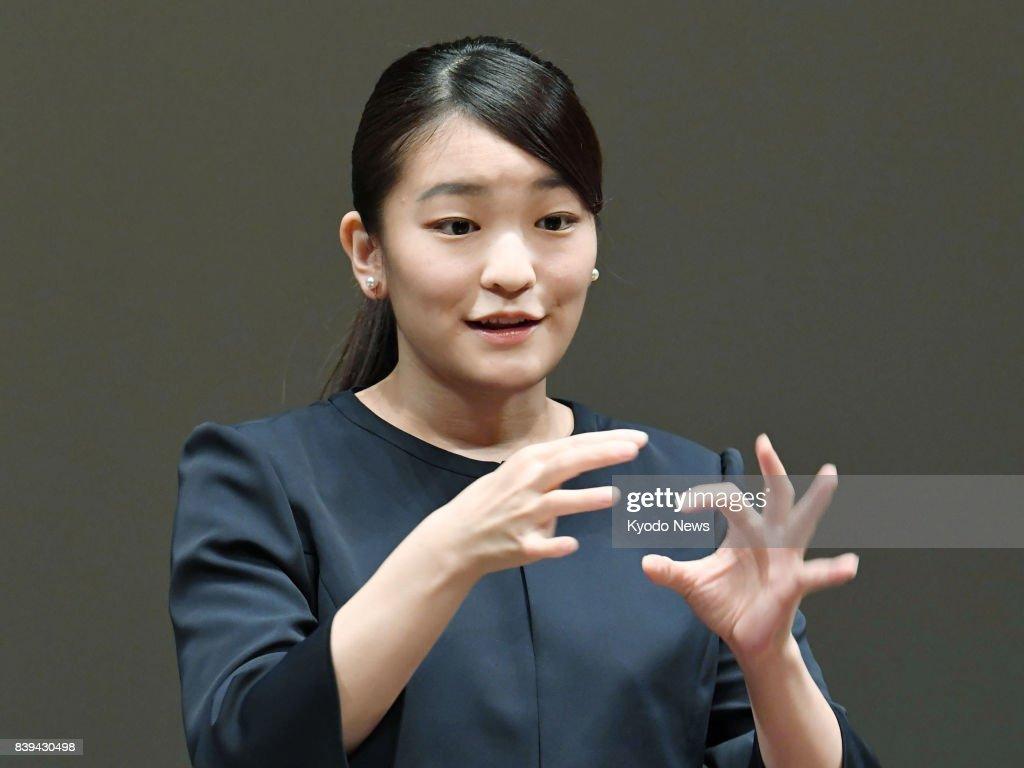 Princess Mako gives address in sign language : News Photo