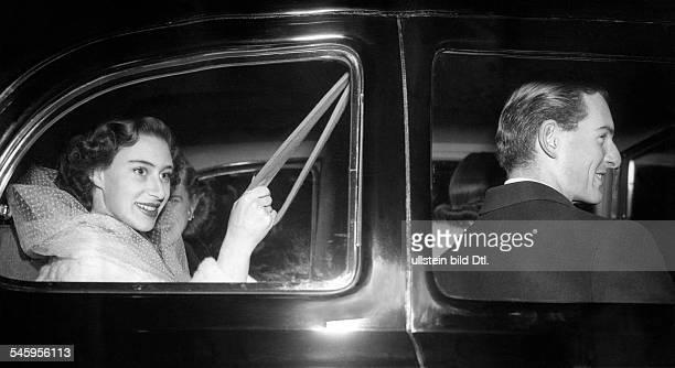 Princess Margaret Countess of Snowdon *Prinzessin GBjuengere Schwester von Koenigin Elisabeth II mit ihrem ständigen Begleiter Lord Plunkett stellv...