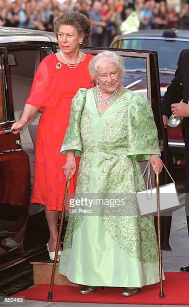 Princess Margaret left accompanies the Queen Mother to a performance of the Kirov Ballet August 4 2000 at the Royal Opera House in England on the...