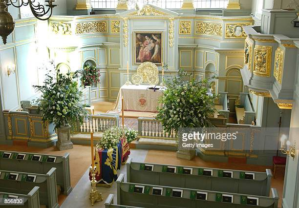 Princess Margaret the younger sister to Britain's Queen Elizabeth II lies at rest in The Queen's Chapel at St James's Palace February 12 2002 in...