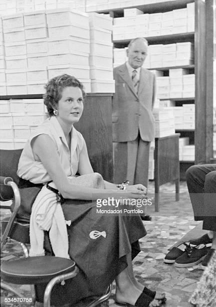 Princess Maria Pia of Savoy at a shoemaker's during the XVI Venice International Film Festival. Venice, 1955