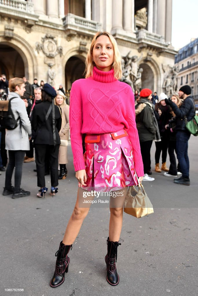 Celebrity Sightings - Paris Fashion Week - Haute Couture Spring Summer 2020 : Day One : News Photo
