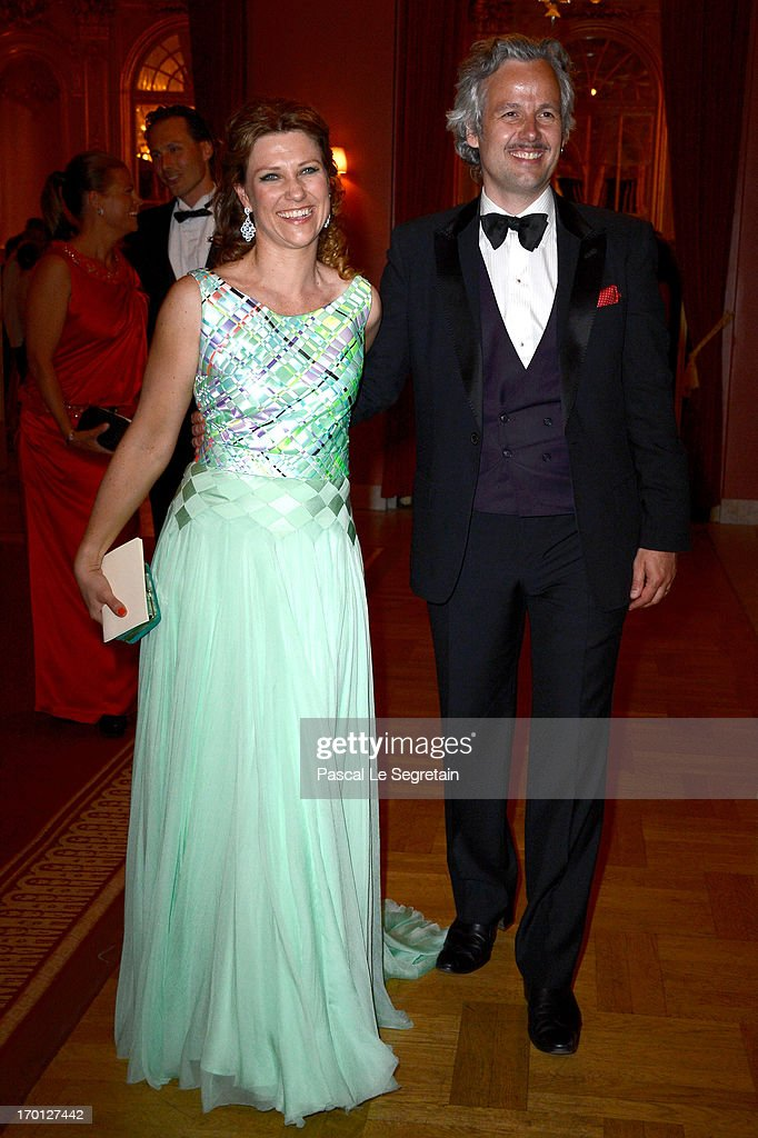 King Carl XVI Gustaf & Queen Silvia Host Private Dinner For The Wedding Of Princess Madeleine & Christopher O'Neill- Inside Arrivals