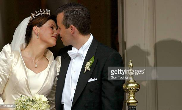 Princess Martha Louise of Norway and writer Ari Behn prepare to kiss on the balcony of the Stiftsgarden Palace after their wedding ceremony at...