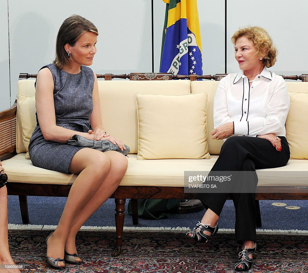 Princess Mathilde of Belgium (L) and Brazilian First Lady Marisa Leticia hold a meeting in Brasilia, on May 20, 2010. Princess Mathilde arrived in Brazil with her husban Prince Philippe on a three-day visit. AFP PHOTO/Evaristo SA