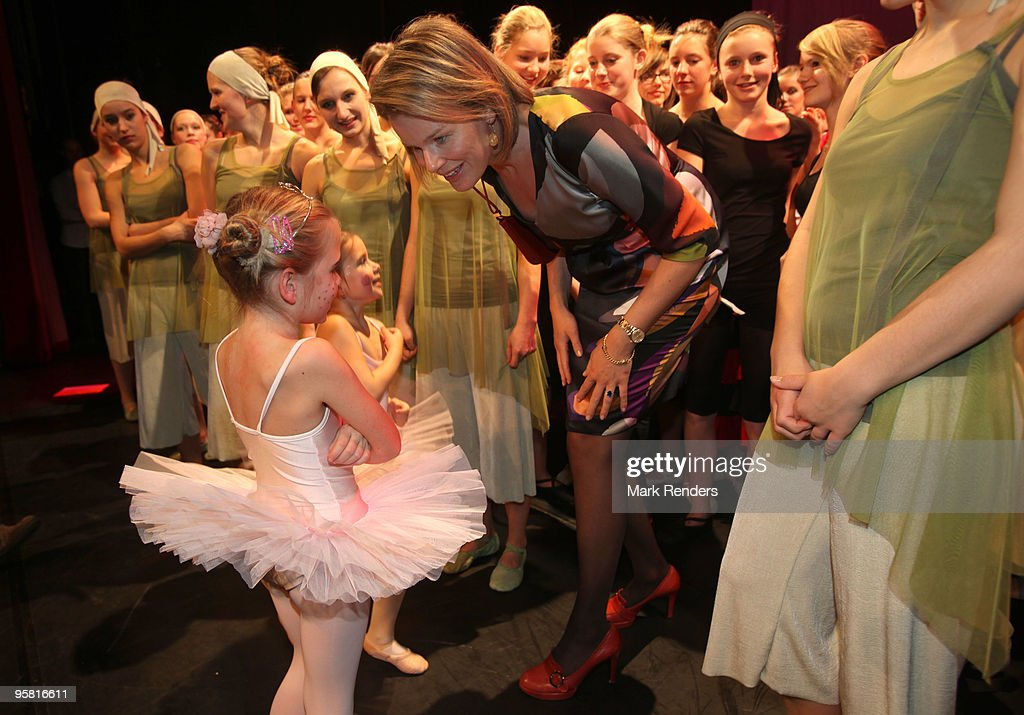 """Princess Mathilde Of Belgium Attends A Performance Of """"Project on Stage"""" : Nieuwsfoto's"""