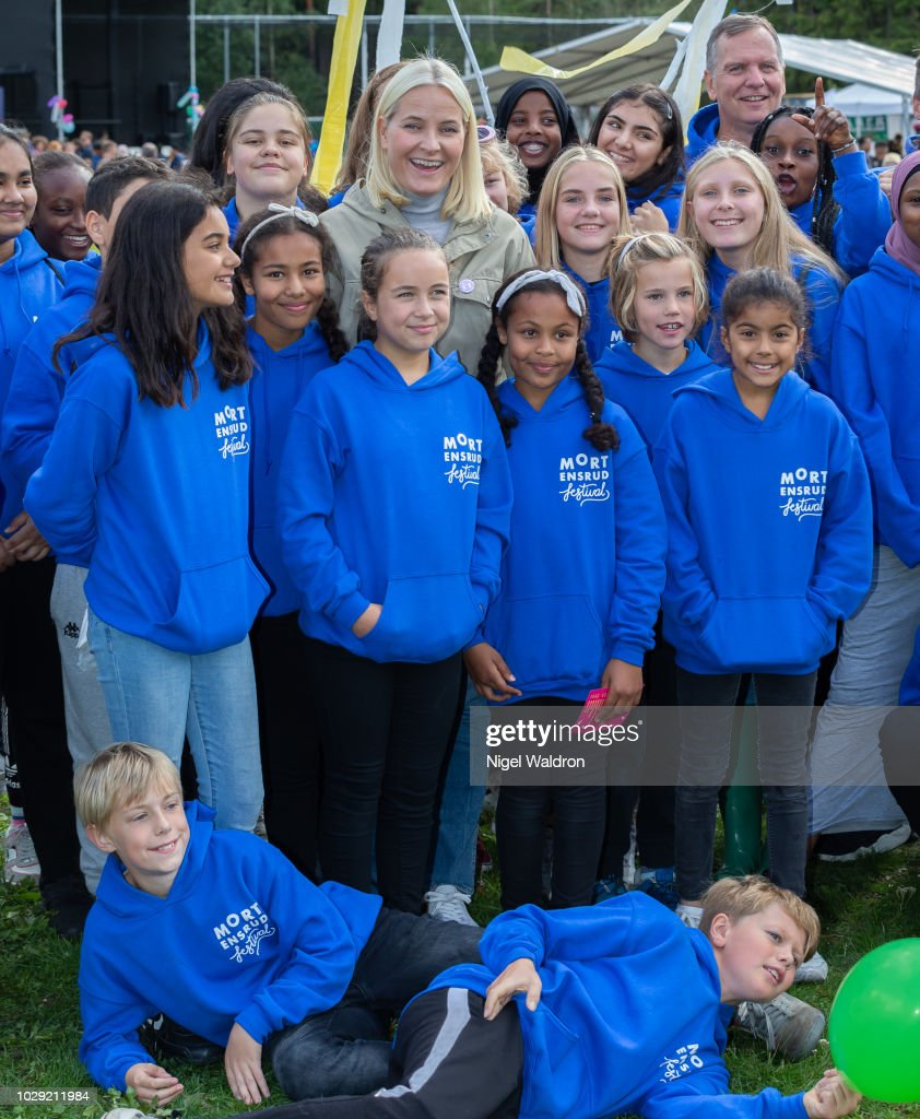 Princess Mette Marit of Norway poses with the local children at the Mortensrud Festival on September 9, 2018 in Oslo, Norway.