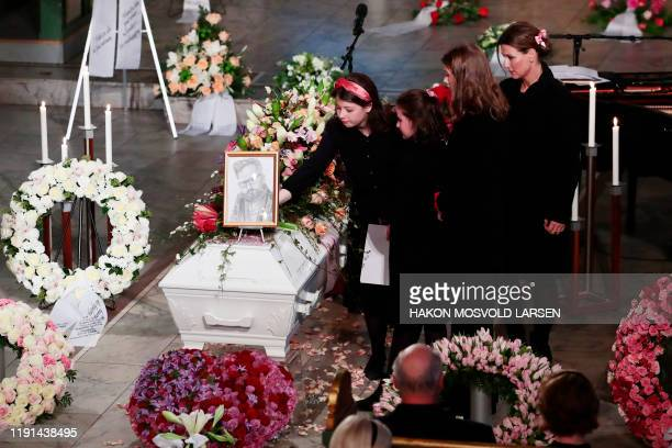 Princess Märtha Louise and her daughters Emma Tallulah Behn Leah Isadora Behn and Maud Angelica Behn place flowers on the casket of the Princess´...