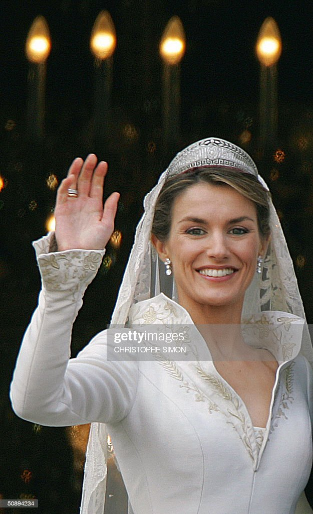 Princess of Asturias Letizia Ortiz waves to the crowd from the balcony of the Oriental Palace in Madrid 22 May 2004 after her wedding with Spanish Crown Prince Felipe of Bourbon.