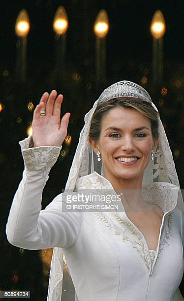 Princess of Asturias Letizia Ortiz waves to the crowd from the balcony of the Oriental Palace in Madrid 22 May 2004 after her wedding with Spanish...
