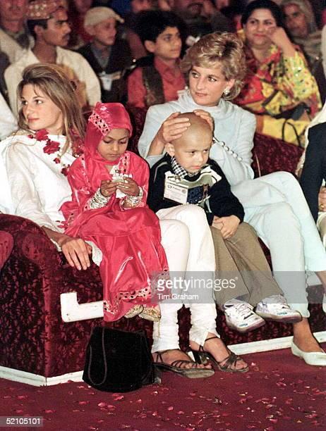 Princess Of Wales At The Shaukat Khanum Memorial Hospital Lahore Pakistan With Jemima Khan