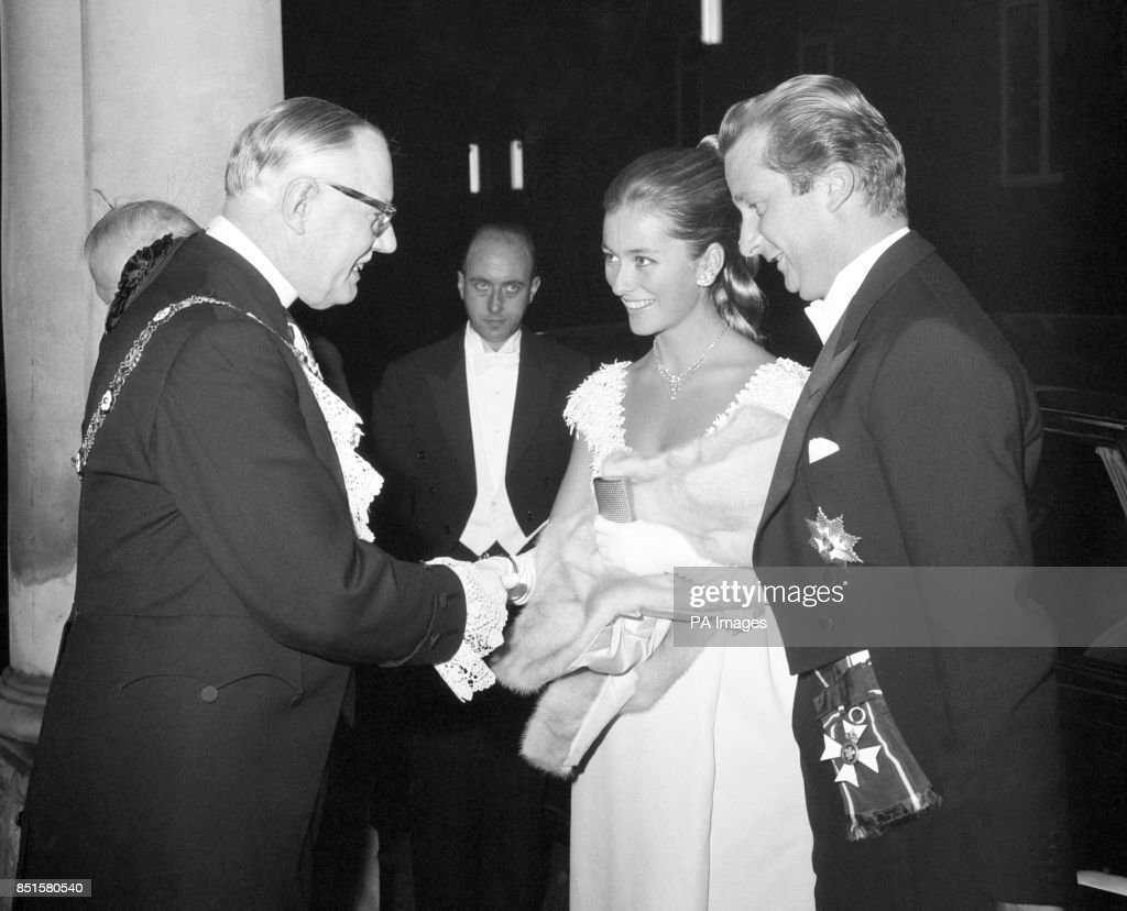 Royalty - Belgian Chamber of Commerce Banquet - Prince Albert and Princess Paola - London : News Photo