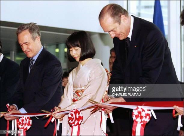 Princess Sayako of Japan daughter of Emperor Akihito cuts the ruban to officially open the new Japanese cultural center of Paris May 13 Princess...