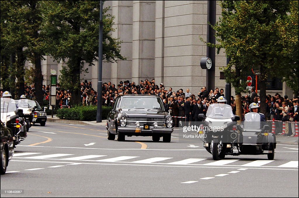 Princess Sayako Of Japan Wedding In Tokyo, Japan On November 15, 2005 - Princess Sayako in a limousine waves at well-wishers as she leaves the Imperial Palace in Tokyo Tuesday, Nov - 15, 2005 for her wedding ceremony at a Tokyo hotel - Sayako, the only daughter and the youngest child of Emperor Akihito and Empress Michiko, weds Yoshiki Kuroda, a Tokyo city bureaucrat, later in the day in a plush ceremony at a hotel - Her car passes on Hibiya Street near the Hotel.