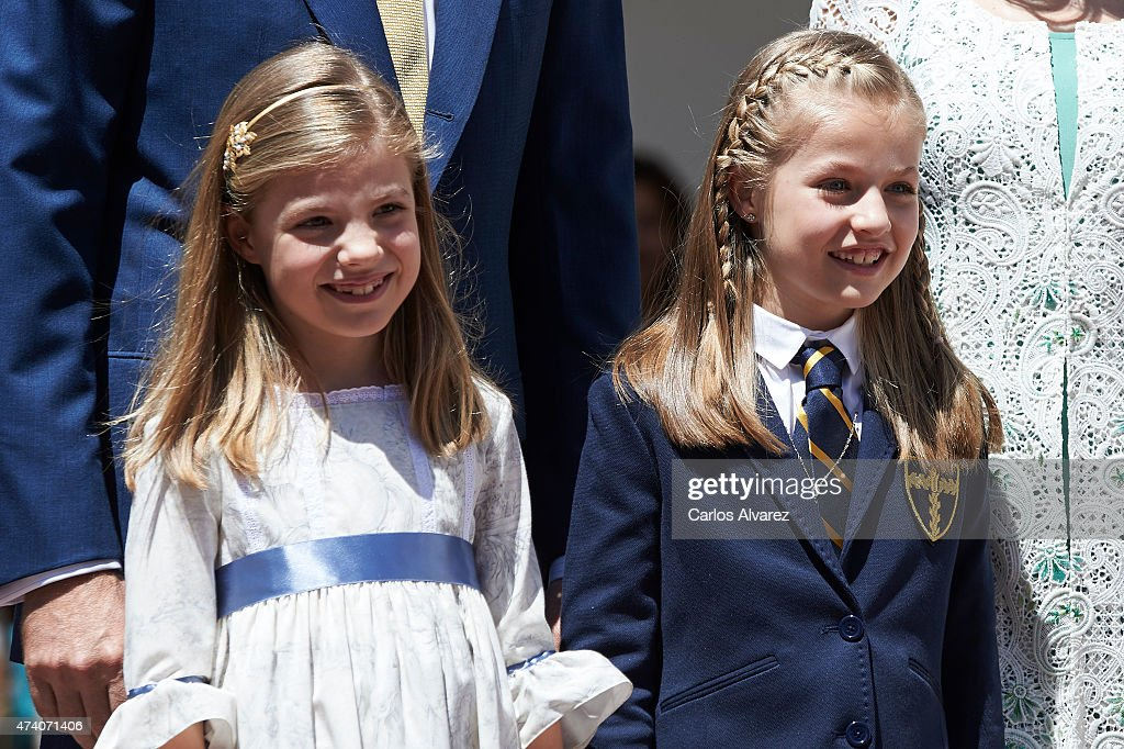 Princess Sofia of Spain (L) and Princess Leonor of Spain (R) pose for the photographers after the First Communion of Princess Leonor of Spain at the Asuncion de Nuestra Senora Church on May 20, 2015 in Madrid, Spain.