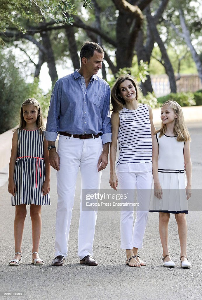 Princess Sofia of Spain, King Felipe VI of Spain, Queen Letizia of Spain and Princess Leonor of Spain pose for the photographers at the Marivent Palace on August 4, 2016 in Palma de Mallorca, Spain.