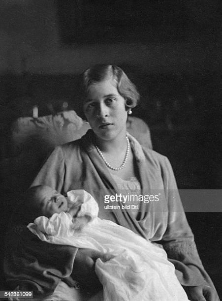 Princess Sophie von Hessen with her daughter Christina undated Vintage property of ullstein bild