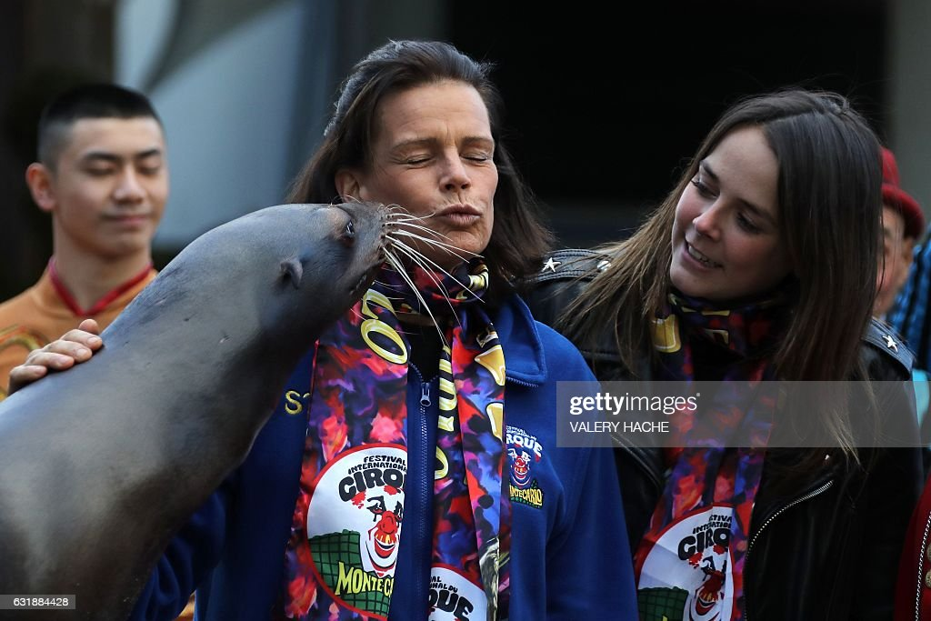Princess Stephanie of Monaco (L) and and her daughter Pauline Ducruet pose with a sea lion during a photocall for the gala of the 41st Monte-Carlo International Circus Festival in Monaco on January 17, 2017. / AFP / VALERY