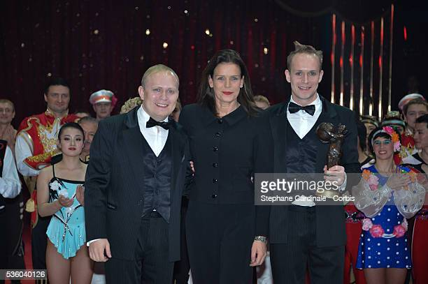 Princess Stephanie of Monaco poses with Moleskin Brothers who received the 'Clown de Bronze' Award during the Award Ceremony of the 39th...