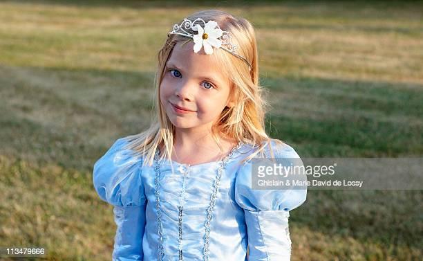 Princesse avec une fleur dans les cheveux