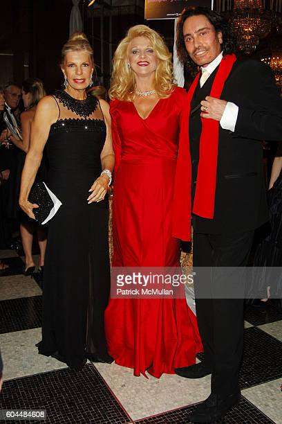 Princess Yasmin Aga Khan Margo Catsimatidis and Rodolfo Valentin attend The 2006 ALZHEIMER'S ASSOCIATION Rita Hayworth Gala at The Waldorf Astoria on...