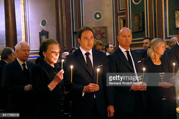SAR Princesse Barbara de Yougoslavie her son SAR le Prince Dushan de Yougoslavie SAR le Prince Dimitri de Yougoslavie SAR la Princesse Helene de...