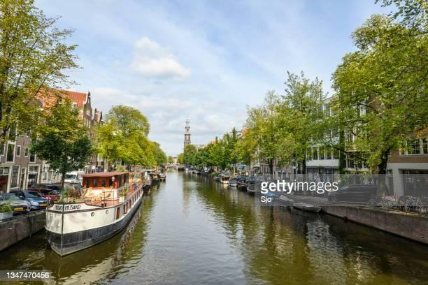"prinsengracht canal in amsterdam with the westerkerk in the background - ""sjoerd van der wal"" or ""sjo"" stockfoto's en -beelden"