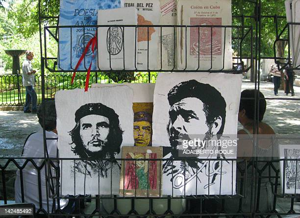 Print portraits of Argentineborn Cuban revolutionary leader Ernesto Che Guevara and Cuban President Fidel Castro are for sell in a square of Havana...