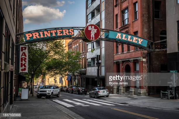 printers alley sign in downtown nashville - brycia james stock pictures, royalty-free photos & images