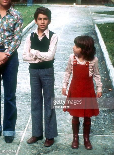 Prinz Ali Reza Pahlavi kleine Schwester Leila Pahlavi Garten Kaiserliche Privatschule Teheran Persien VorderAsien SchahFamilie Bruder Kinderfoto...
