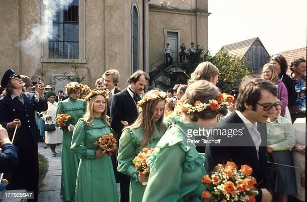 Prinz Christian Sigismund von Preußen , Brautjungfern, Schaulustige, Hochzeit von D o n a t a G r ä f i n z u C a s t e l l-R ü d e n h a u s e n, Lo...