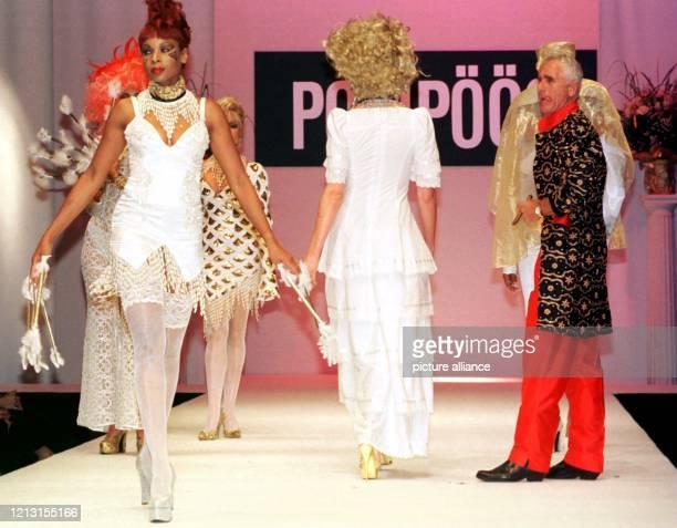 Prinz Frederic von Anhalt beobachtet am 31.7.1999 in Düsseldorf die Models auf dem Laufsteg. Für den schillernden Ehemann von Ex-Filmstar Zsa Zsa...
