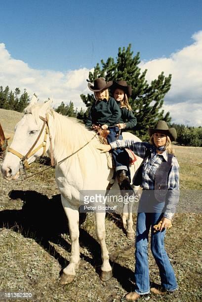 Prinzessin Angela von Hohenzollern Tochter Stephanie Tochter Valerie Kanada Amerika Reitausflug Ausritt Weide Wiese Pferd reiten Cowboyhut