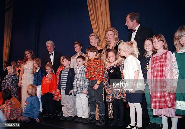 Prinzessin Haya von Jordanien ColinPower Großherzogin Maria Teresa vonLuxemburg UteHenriette Ohoven SohaArafat mit Tochter Wolfgang Clement...