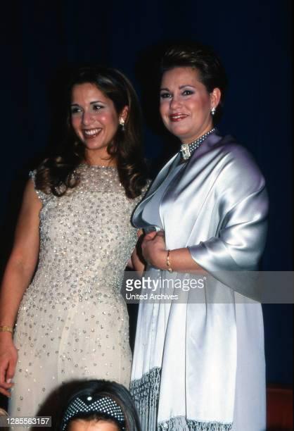 Prinzessin Haya von Jordanien und Maria Teresa von Luxemburg bei der UNESCO Gala in Neuss am 31. Oktober 1998.