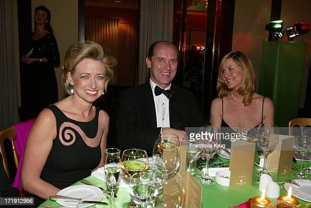 Prinzessin Ingeborg Zu SchleswigHolstein und Carl Eduard Von Bismarck und Anja Schüte Beim 'Ball Papillon' 2002 Im Hotel Interconti In Hamburg