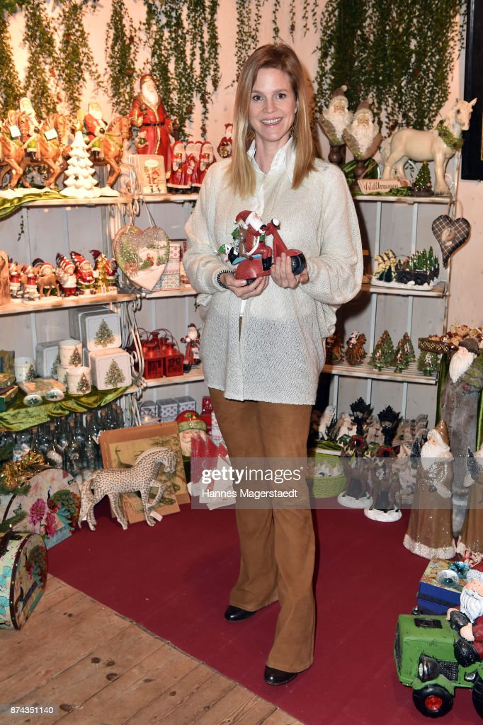 Prinzessin Isabelle 'Minzi' zu Hohenlohe-Jagstberg during the Gut Aiderbichl Christmas Market opening on November 14, 2017 in Henndorf am Wallersee, Austria.