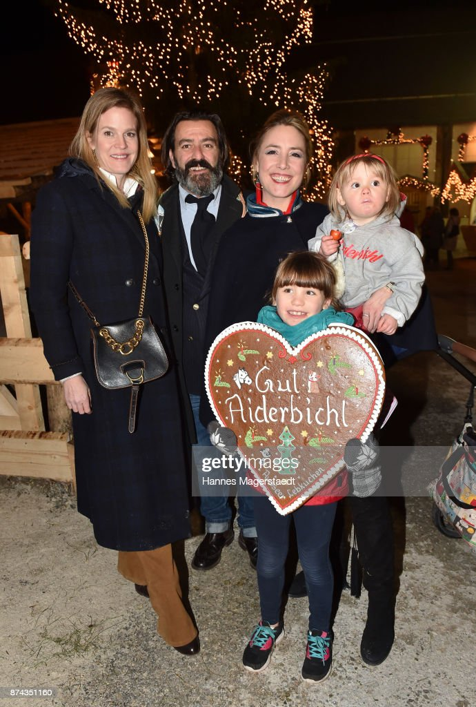 Prinzessin Isabelle 'Minzi' zu Hohenlohe-Jagstberg, Mauro Bergonzoli, Graefin Franziska Fugger-Bergonzoli and their children Blue and Victoria during the Gut Aiderbichl Christmas Market opening on November 14, 2017 in Henndorf am Wallersee, Austria.
