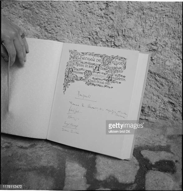 Prinzessin Margarets Eintrag im Gästebuch Handschrift Signatur auch zu sehen Unterschrift von König George V ihrem Grossvater#Princess Margaret's...